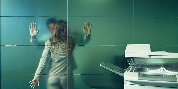 Une femme sur cinq est confrontée à une situation de harcèlement sexuel au cours de sa vie professionnelle, d'après une enquête Ifop de 2014, réalisée pour le Défenseur des droits.