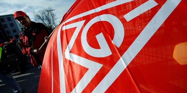 L'accord négocié entre les représentants d'IG Metall et de la fédération patronale régionale Südwestmetall prévoit notamment une augmentation de 4,3% des salaires.