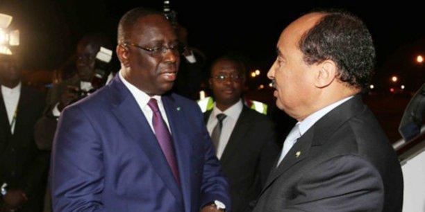 Le président sénégalais Macky Sall a été reçu par son homologue Mohammed Ould Abdel Aziz, le 8 février à l'aéroport de la capitale mauritanienne Nouakchott.