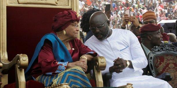 Ellen Johnson Sirleaf en compagnie de son successeur le président Georges Weah.