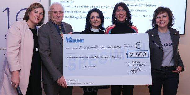 Aziliz de Veyrinas, vice présidente de La Tribune et Cendrine Martinez, directrice générale de La Tribune Toulouse ont remis un chèque à la Fondation du Patrimoine de Saint-Bertrand-de-Comminges.