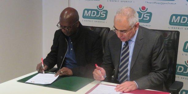 Juveano De Pina, directeur général de la LNGB et Younes El Mechrafi, directeur général de la MDJS, lors de la cérémonie de signature ce dimanche 11 février à Casablanca.