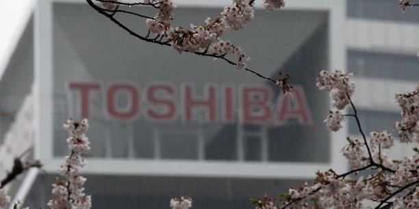 Toshiba recrute un ex-banquier comme pdg et releve sa prevision[reuters.com]