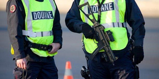 Un arsenal de pres de 500 armes decouvert dans le nord de la france[reuters.com]