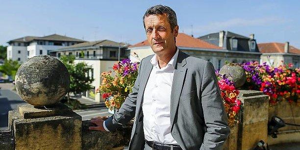 Jacques Mangon au balcon de la mairie de Saint-Médard-en-Jalles