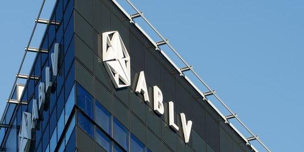 Troisième banque commerciale de Lettonie, ABLV a vu tous ses paiements suspendus sur ordre de la BCE. Elle n'avait plus accès aux marchés financiers après la publication d'un rapport alarmant du Trésor américain qui l'accuse d'avoir institutionnaliser le blanchiment d'argent.