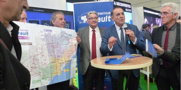 Kléber Mesquida, entouré des élus concernés, présente l'Oenotour sur le salon Vinisud.