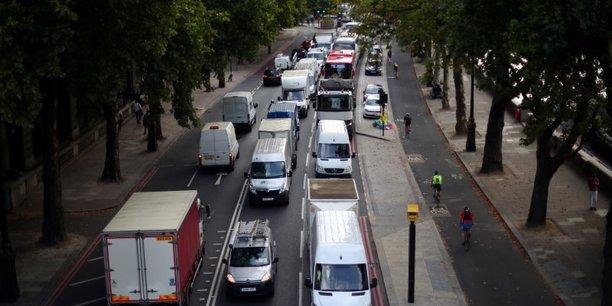 Cet accord prévoit de maintenir l'augmentation de 11,50 livres à 15 livres (17 euros), entrée en vigueur en juin, du coût du péage urbain que payent depuis 2003 les automobilistes circulant dans le coeur de Londres.