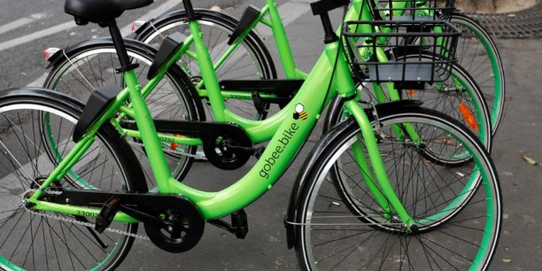 Les vélos en libre-service de Gobee.bike, reconnaissables à leur couleur verte, ont pratiquement disparu de Paris, où la start-up hongkongaise avait été pionnière.