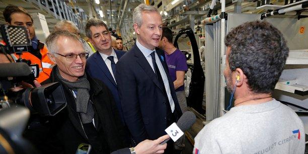 Carlos Tavares (à gauche) reçoit Bruno Le Maire, ministre de l'économie, dans l'usine PSA de Mulhouse qui a reçu plus de 300 millions d'euros d'investissements. Cette visite a été troublée par un échange musclé entre le ministre et des représentants syndicaux.