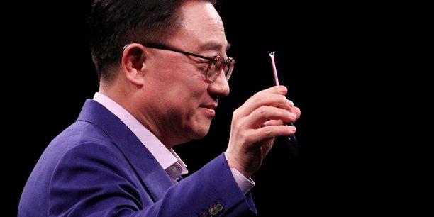 DJ Koh, le président de la division mobile de Samsung, a dévoilé dimanche les nouveaux S9 et S9+.