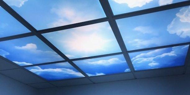 La technologie Maestro permet d'imprimer des plafonds lumineux rendant la lumière artificielle naturelle.
