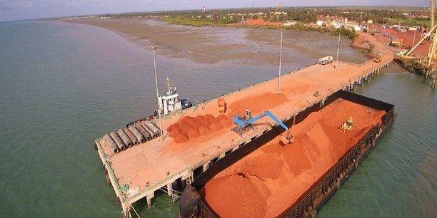 Les réserves de Boké, réputées de grande qualité avec une teneur moyenne de 55% en alumine et estimées à 23 milliards de tonnes, constituent plus du tiers des réserves mondiales de bauxites.