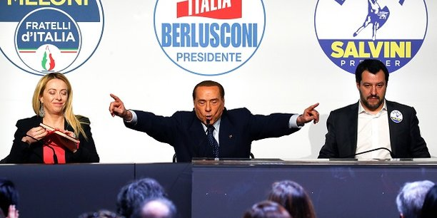 Silvio Berlusconi en compagnie de la cheffe de Fratellli D'Italia Giorgia Meloni et du leader de la Ligue du Nord Matteo Salvini lors d'un meeting à Rome, jeudi.