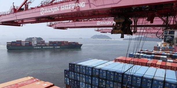 Sur les deux premiers mois de l'année cumulés, l'excédent de la Chine avec les États-Unis a gonflé de 35% sur un an. Sur l'ensemble de 2017, il avait atteint le niveau record de 275,8 milliards de dollars selon les douanes chinoises (375,2 milliards de dollars, selon Washington...). Dans ce contexte, la nouvelle rodomontade de Trump, par tweet interposé, qui exige que la Chine réduise le déficit de 1 milliard de dollars ressemble à une goutte d'eau dans l'océan...