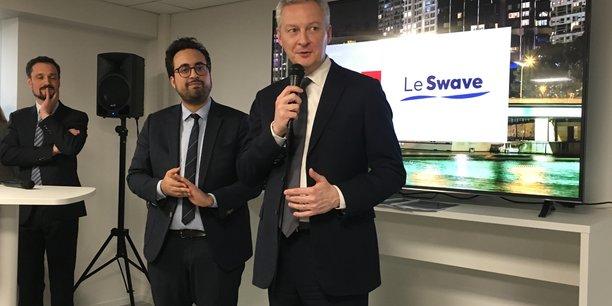 La finance n'est pas l'ennemie, elle est une nécessité vitale à notre économie. C'est un secteur d'avenir a déclaré Bruno Le Maire, le ministre de l'Economie et des Finances, à l'inauguration de l'incubateur le Swave vendredi soir, aux côtés de Mounir Mahjoubi, le secrétaire d'Etat au numérique (au centre) et de Loïc Dosseur, co-directeur général de Paris & Co (à droite).