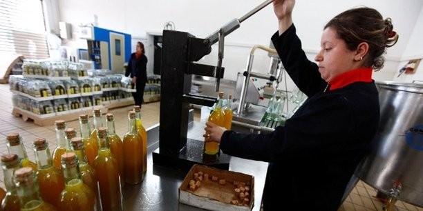 Une unité de transformation et de conditionnement d'huile d'olive à Ighzar, un village près de Bejaia, à quelque 220 km à l'est de la capitale Alger.