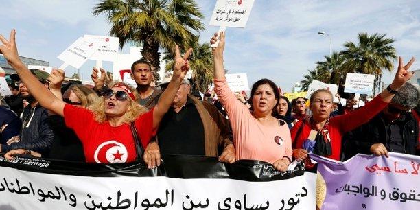 Des manifestants lors de la marche pour l'égalité hommes-femmes, le 10 mars 2018 dans la capitale Tunis.