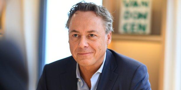 Ralph Hamers, 51 ans, Pdg d'ING depuis 2013, a engagé la banque, sauvée de la faillite par l'État néerlandais en 2008, dans une sévère restructuration et un plan de modernisation visant à en faire le Spotify de la banque.