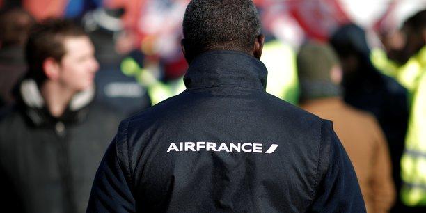 Air france propose un rattrapage de pouvoir d'achat aux syndicats[reuters.com]