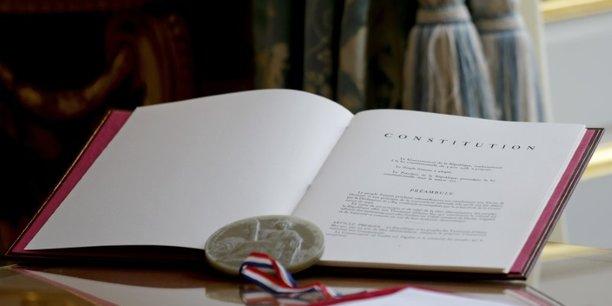 La droite veut un accord global sur la constitution[reuters.com]