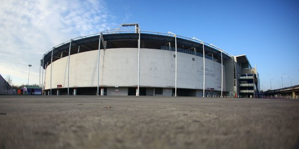 Le Stadium de Toulouse peut accueillir jusqu'à 33 150 personnes depuis les travaux effectués pour l'Euro 2016.