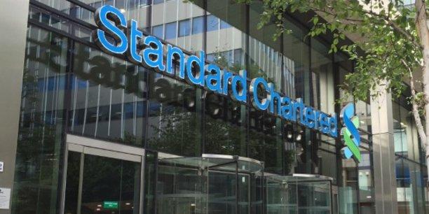 Standard Chartered est une banque britannique dont le siège social est à Londres. Elle est cotée sur l'indice FTSE 100 de la bourse de Londres et figure parmi les 30 plus grosses capitalisations boursières britanniques.