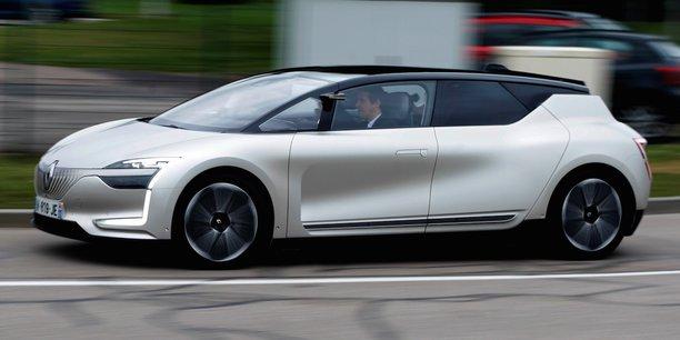 Le concept car électrique de Renault, SYMBIOZ, atteint le niveau 4 de la  classification des véhicules autonomes qui comporte six niveaux, qui vont d'une automatisation nulle jusqu'à la conduite complètement autonome dans toutes les circonstances.