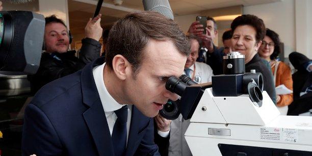 Emmanuel Macron veut donner un coup d'accélérateur au développement de l'IA dans la santé. Un secteur où l'Hexagone possède, selon lui, un avantage lié à la centralisation de ses bases de données.