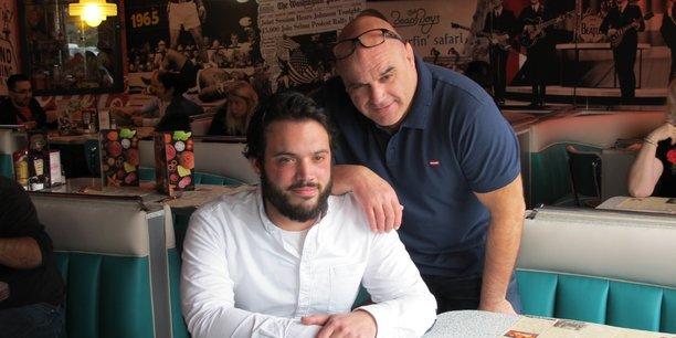 Patrick Soula et son fils Tommy travaillent côte à côte.