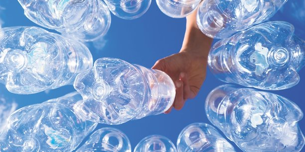 La demande de plastique a notamment explosé et dépassé celle des autres matériaux (comme l'acier, l'aluminium ou le ciment), doublant quasiment depuis le tournant du millénaire.