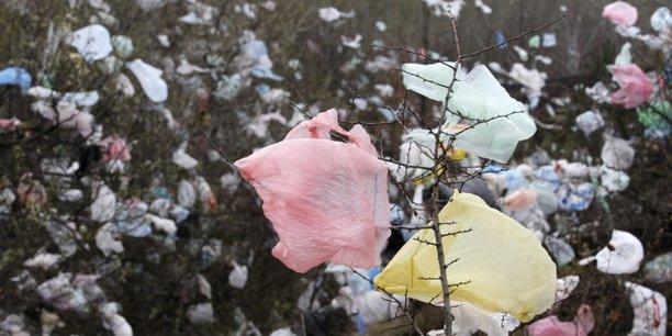 Les produits visés représentent 70% du plastique retrouvé sur les plages et en mer.