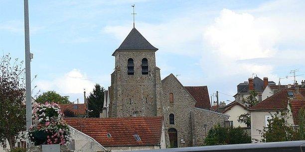 Grâce à une application mobile, un défaut sur la voirie pourra être signalé instantanément aux services municipaux. Ici, une vue sur l'église Saint-Pierre de Trilport.