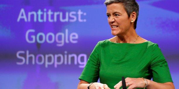 Quelques mois après son entrée en fonction, Margrethe Vestager, la commissaire européenne à la Concurrence, lance une enquête à l'encontre du groupe américain : il est accusé d'abus de position dominante sur le marché des moteurs de recherche pour avoir favorisé son comparateur de prix, Google Shopping.