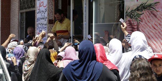 Pour le Premier ministre algérien Ahmed Ouyahia, percevoir à la fois un salaire mensuel de 100 millions de centimes et la subvention de l'Etat est «invraisemblable, voire inacceptable».