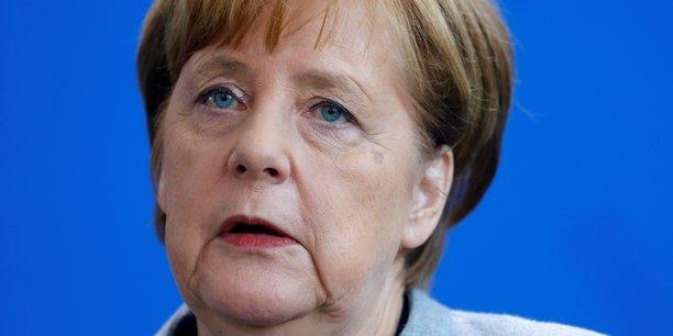 Angela merkel contestee en allemagne sur le dossier russe[reuters.com]