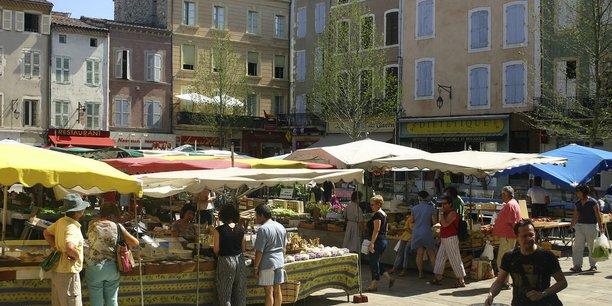 Jour de marché à Montélimar.