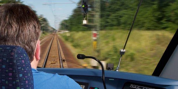 Siemens et son rival français Alstom ont convenu en septembre 2017 de fusionner leurs opérations ferroviaires, créant ainsi un champion européen qui s'appellera Siemens Alstom, dont Siemens détiendra 50% et quelques, et dont  le français Henri Poupart-Lafarge sera le Pdg - pour faire taire les accusations de mainmise par les Allemands.