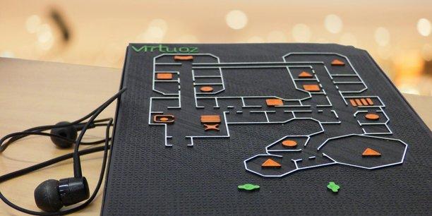 Avec son plan en relief et des effets sonores, Virtuoz permet aux déficients visuels de se déplacer en toute autonomie.