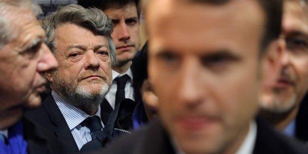 Jean-Louis Borloo pose ses conditions : le pilotage de chacun des programmes par une personnalité reconnue, un chef d'état-major et une équipe sous l'autorité du président de la République, un rapport annuel au Parlement et évidemment un comité de suivi.