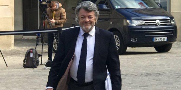 Initiateur de l'Agence nationale pour la rénovation urbaine (ANRU) en 2003, Jean-Louis Borloo dénonce aujourd'hui « un gros scandale » : « C'est 40.000 emplois par an, ça n'emmerde personne, et pourtant l'État met seulement trois balles. C'est le plus grand chantier civil de l'histoire... et on a réussi à l'arrêter ! » (Photo : Jean-Louis Borloo ce matin à son arrivée à Matignon)