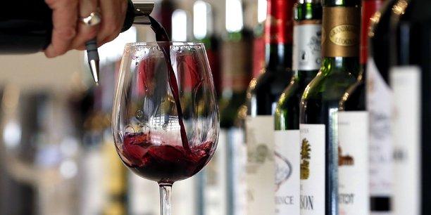 La consommation de vin se classe encore bien dans les habitudes .
