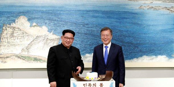 Les dirigeants des deux Corée, Kim Jong Un (à gauche) et Moon Jae-in (à droite).