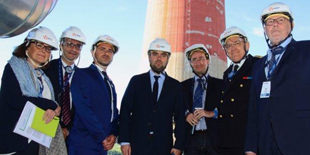 Sébastien Lecornu (au centre), lors de sa visite sur l'ancien site de la centrale d'Aramon, le 26 avril 2018.