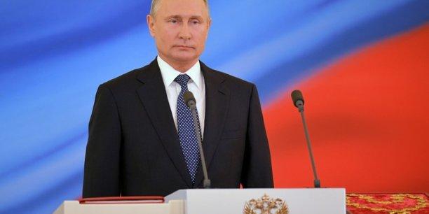 Il est dit dans le décret pris par le pouvoir russe que 322 personnalités et 68 entreprises ukrainiennes sont visées par les sanctions russes, au nombre desquelles le fils du président Petro Porochenko, Olexiy, et l'ex-Première ministre Ioulia Timochenko.