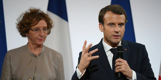 La ministre du Travail en compagnie du président Emmanuel Macron. La justice enquête notamment sur l'organisation par Business France d'une coûteuse soirée autour d'Emmanuel Macron, alors ministre de l'Economie, en 2016 à Las Vegas.