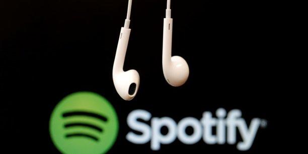 Spotify supprime de ses playlists R. Kelly qui est accusé d'abus sexuels