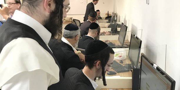 Le centre Kivun qui forme à l'informatique attire les ultra-orthodoxes prêts à se lancer dans la tech ou le business.
