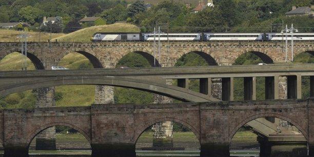 Le gouvernement britannique renationalise une ligne de chemin de fer[reuters.com]