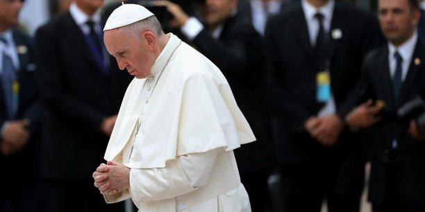 Le pape François, homme d'église né à Buenos Aires, témoin notamment de la crise économique argentine et de l'exploitation des plus pauvres, n'a de cesse de dénoncer une économie financière virtuelle et destructrice d'emplois.